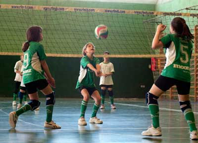 Voleibol: Santa María del Pilar, San Eulogio, Sagrada Familia de Oberón y Ntra. Sra. de las Nieves, a la cabeza del grupo benjamín mixto