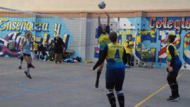 """Las mejores imágenes del partido de voleibol entre Decroly """"A"""" y Santo Domingo Savio"""