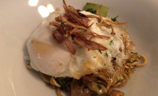 Cómo preparar un buen Mee Goreng con huevo frito
