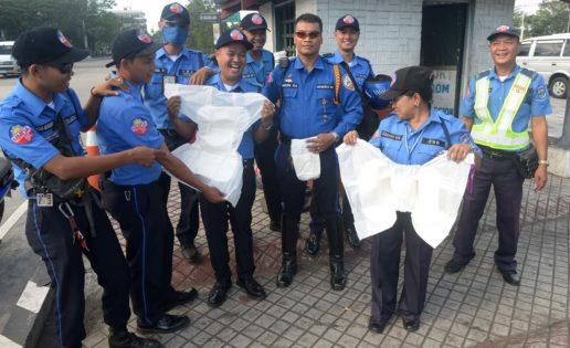 Policías usarán pañales durante las horas de trabajo