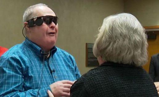 Reacción de un hombre ciego que volvió a ver después de 10 años