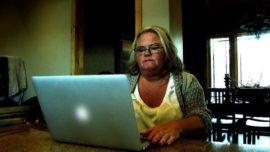 Una mujer envía un millón de dólares a cibernovio sin conocerlo
