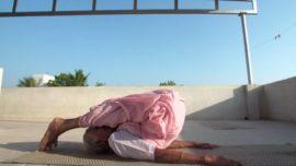 La impresionante flexibilidad de una mujer de 98 años