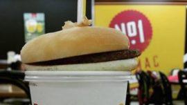 La nueva forma de comer hamburguesas en Japón