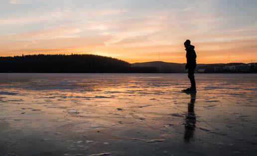Una mujer capta extraños sonidos en un lago de Siberia