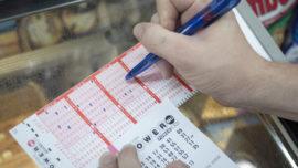 Un hombre encuentra un boleto de lotería que había perdido y gana 4 millones de dólares