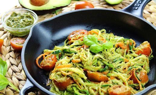 Receta FIT: Espaguetis de calabacín con tomates secos y gambas