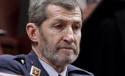 El General que niega al Ejército