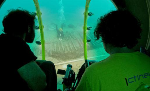 Un submarino amarillo hace ciencia en el Port de la Selva