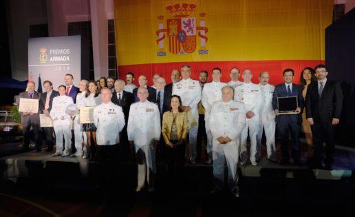 La Armada Española rinde homenaje a la bandera en sus premios anuales