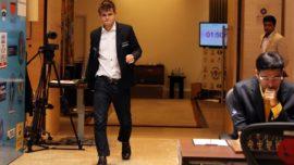 Carlsen deja a Anand al borde de la depresión