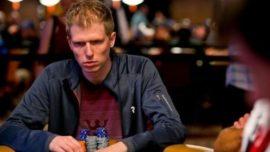 Ofrece 135.000 euros al político que le gane al póker