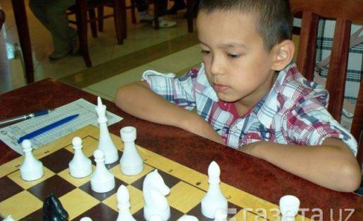Un niño de nueve años gana a dos grandes maestros