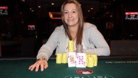 Una mujer da a luz en un torneo de póker, que termina su marido