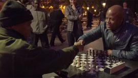 Cómo es una partida de ajedrez entre un buscavidas y un gran maestro