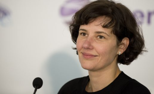 La ministra de Hacienda de Letonia derrota a la campeona del mundo