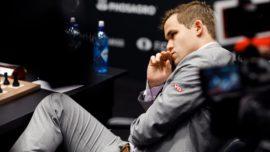 Caruana arriesga y Carlsen no se inmuta