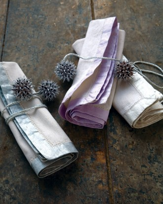 pearlescent-painted-napkins-tied-up-with