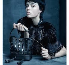 0b3afaa00 4. En la elección de las musas que aparecen en la campaña del NN14, habría  de nuevo que disociar a Marc Jacobs de Vuitton, eligiendo a personajes  menos ...