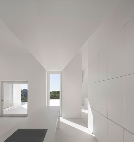 House-in-Fontinha-by-Manuel-Aires-Mateus_dezeen_18