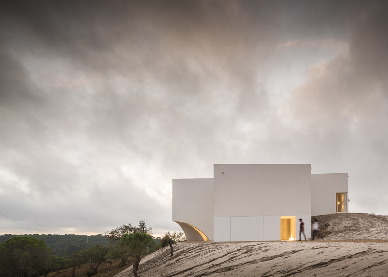 House-in-Fontinha-by-Manuel-Aires-Mateus_dezeen_ss_32