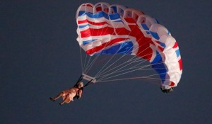 queen-elizabeth-and-james-bond-parachute-into-the-olympic-opening-ceremony-sort-of-600x350