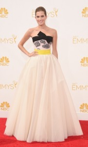 2-allison-williams-emmy-red-carpet-02-490x810