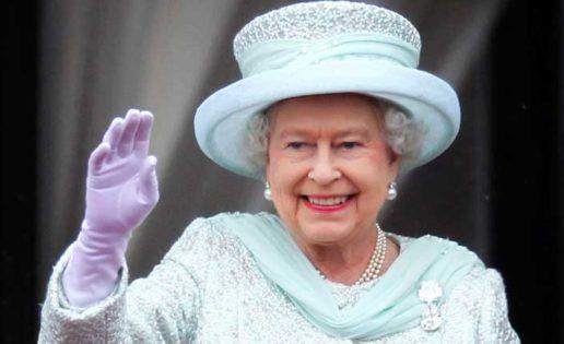 Isabel II en las pasarelas