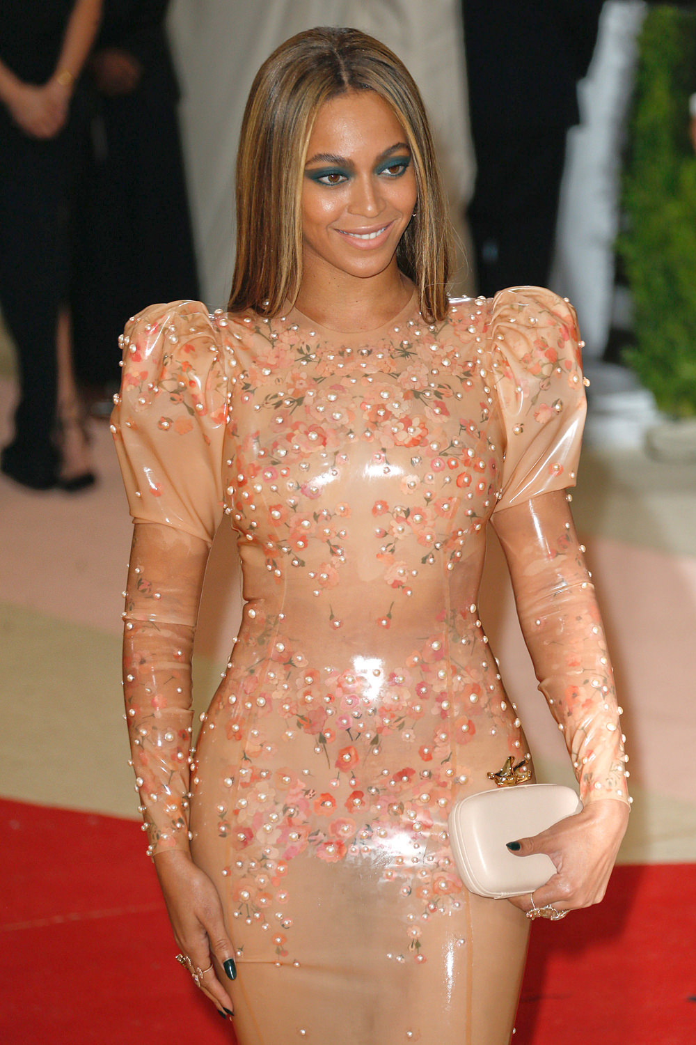 Beyonce-Met-Gala-2016-Red-Carpet-Fashion-Givenchy-Couture-Tom-Lorenzo-Site-1