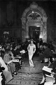 Christian-Dior-Blenheim-Palace-Show-1954-1-Vogue-3March16-Getty_b_240x360