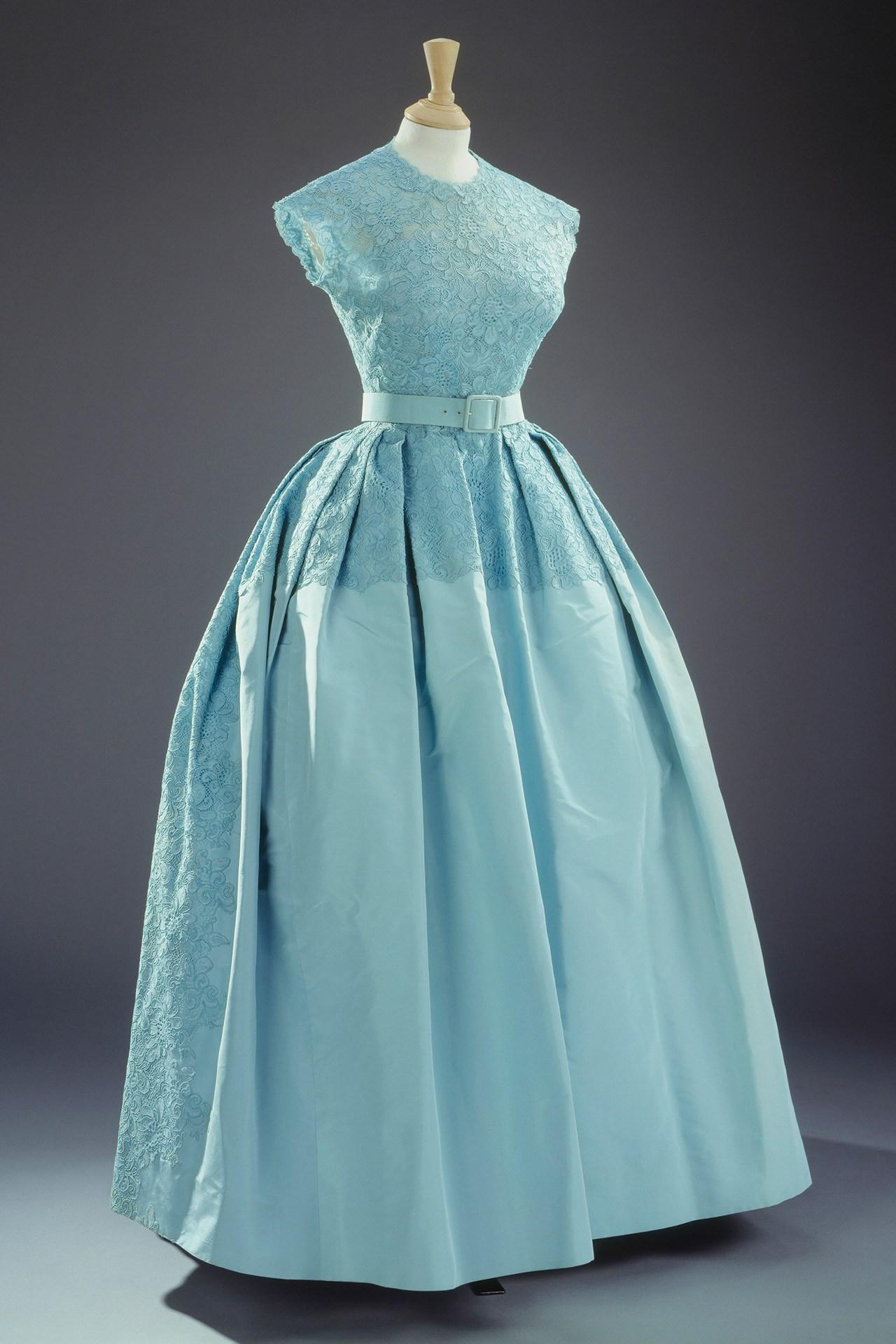 La exposición de vestidos de Isabel II   Laboratorio de Estilo
