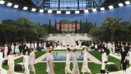 Karl Lagerfeld, ausente en desfile de Chanel