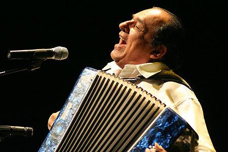 Los perjúmenes de Carlos Mejía Godoy