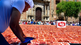 Toledo logra el Guinness al plato de jamón más grande