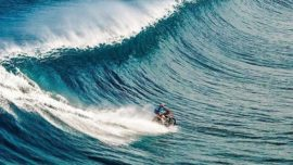 Robbie Maddison hace surf con una moto