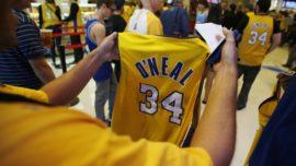 Un error obliga a los Lakers a volver a homenajear a Shaq
