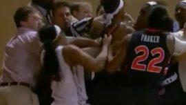 A puñetazos en un partido de baloncesto femenino
