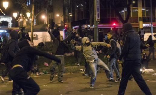 Marchan por la dignidad, pero esquilman a la gente