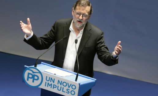 Rajoy, mientras tanto, se fuma un puro