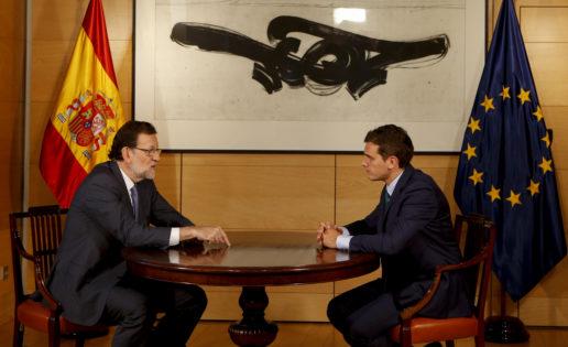 Rajoy y Rivera ponen contra las cuerdas a Sánchez