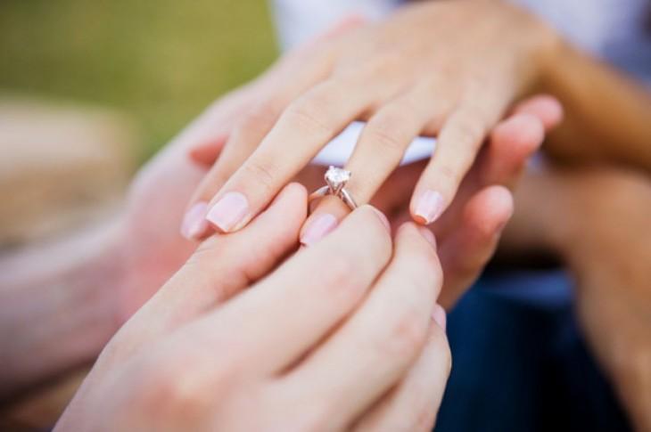 d689a425feaf Historia del anillo de compromiso - PROTOCOLO Y ETIQUETA
