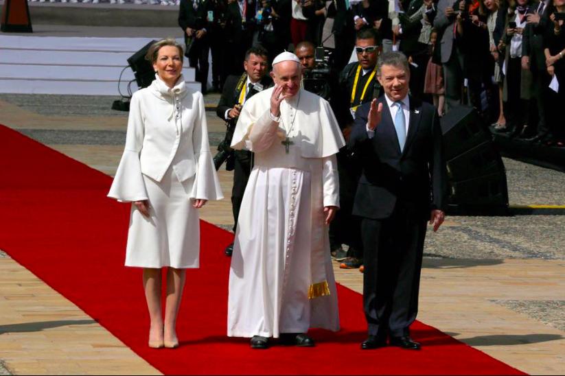 Vestida de blanco la iglesia se va