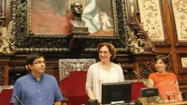El busto y Ada Colau