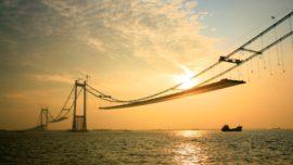 La «megaestructura» de 2013: un puente colgante con dos vanos de más de un kilómetro