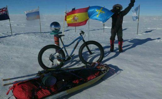 Un asturiano conquista el Polo Sur en bicicleta