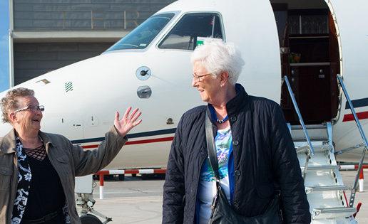 El emocionante primer viaje en avión de dos ancianas holandesas