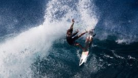 El vídeo más espectacular del surfista más agresivo del momento