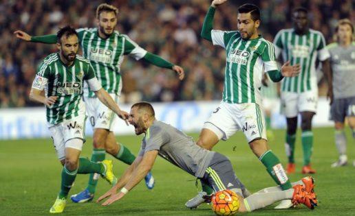 Benzema lleva cuatro años marcando en el Benito Villamarín