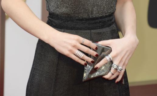 ¿Existe un límite legal para los anillos que podemos llevar en una mano?
