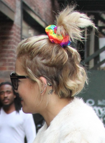 ora-rita-scrunchie-hair